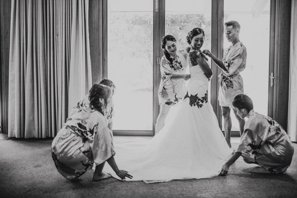 San Diego Wedding Photographer | bride getting ready
