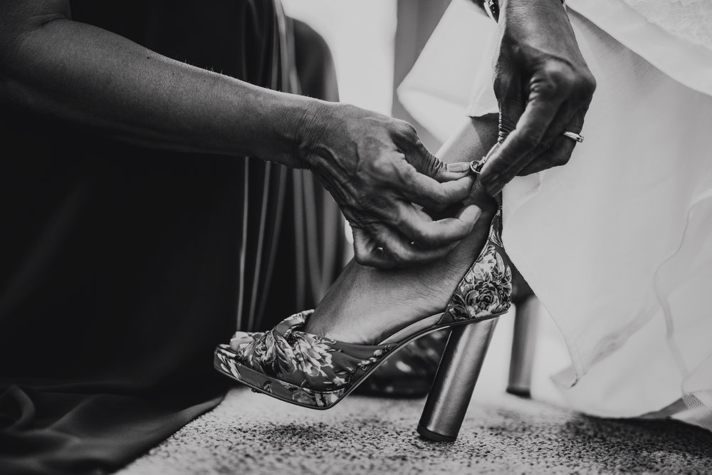 San Diego Wedding Photographer | bride putting her shoes on