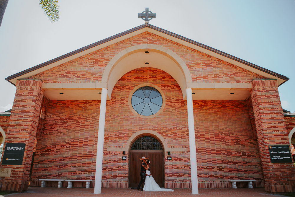San Diego Wedding Photographer | bride and groom at Torrey pines church