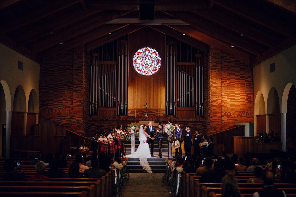 San Diego Wedding Photographer | wedding ceremony inside Torrey pines church