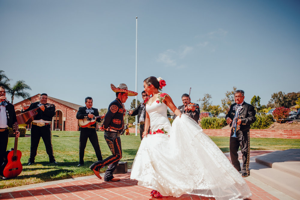 San Diego Wedding Photographer | wedding couple dancing with mariachi band