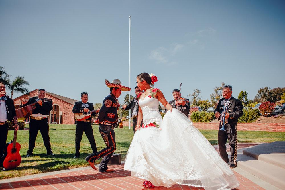 San Diego Wedding Photographer | wedding couple dancing with mariachi band
