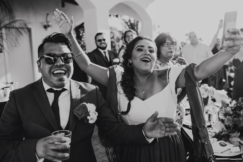 San Diego Wedding Photographer | crowd's reaction during couple's first dan e
