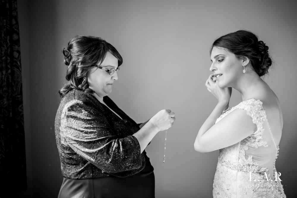 Ohio Wedding Photographer_Lindsey_Ramdin_Glenmoor-5.jpg