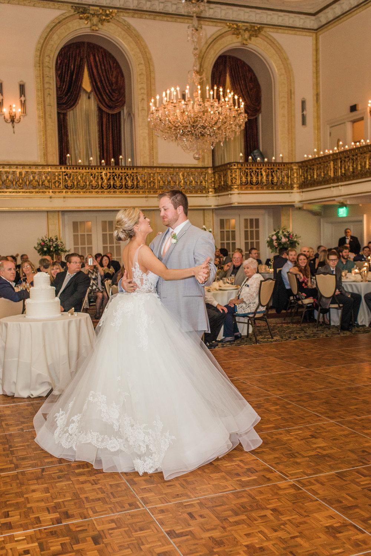 Pittsburgh Wedding Photographer_Omni William Penn Wedding_LAR Weddings