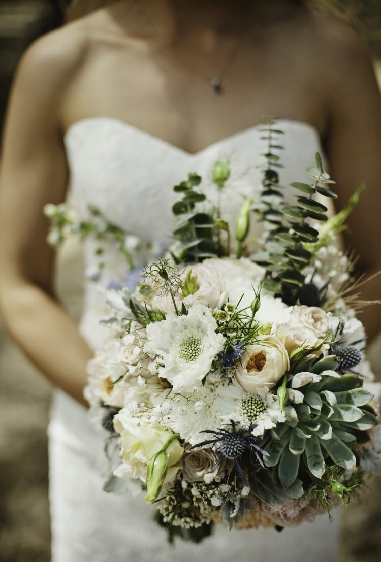 Flowers by Rhi. Photography by  Chrisp Pictures