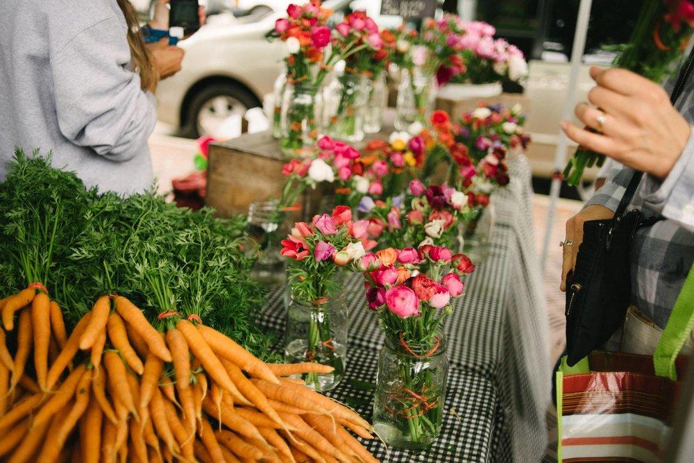 farmersmarketblog-carrots.jpg