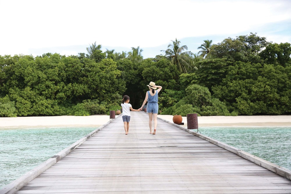 Shiliupo and her daughter travel to the Maldives