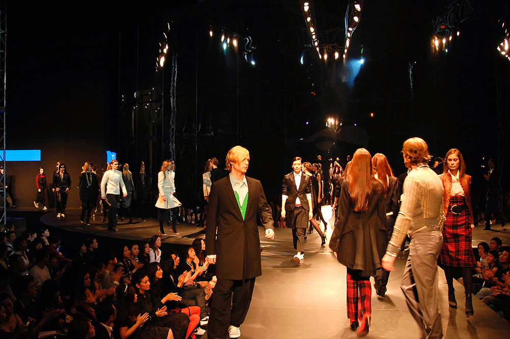 2006: Fall in Black Fashion Show in Shanghai