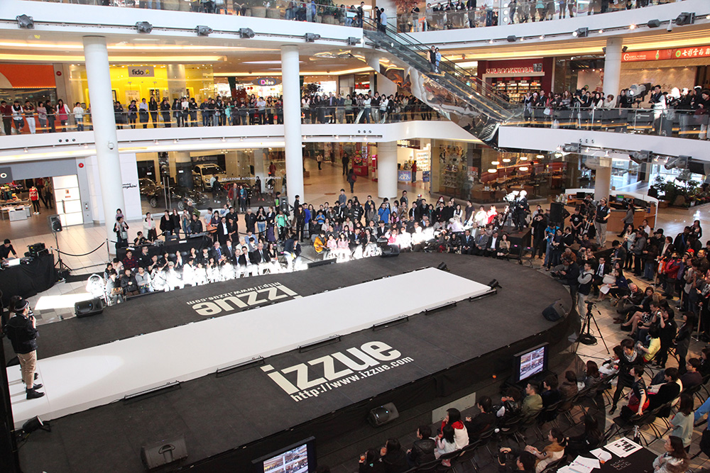 2012: First izzue Flagship Store Opening in Canada