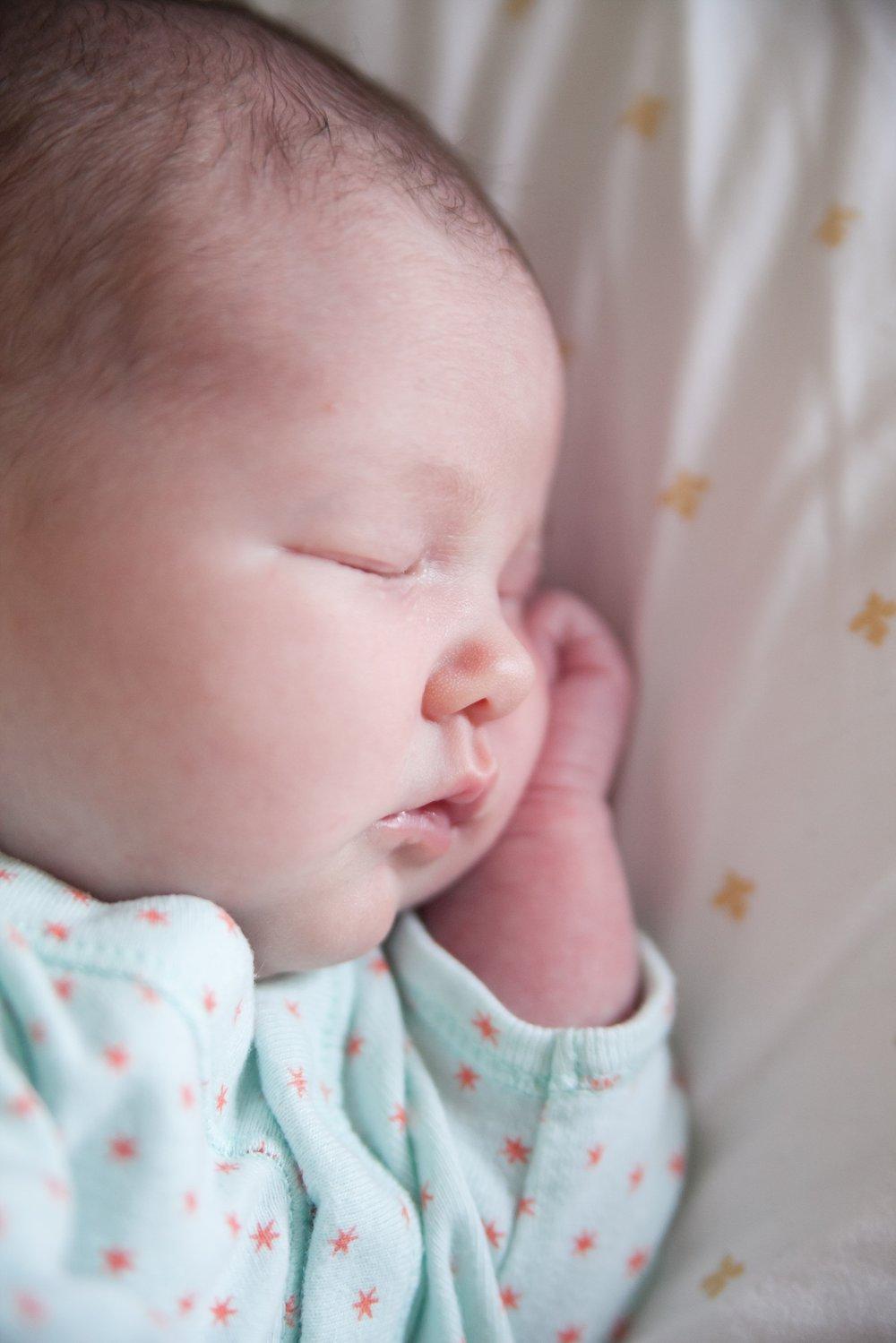 unposed newborn photography in chicago_0012.jpg