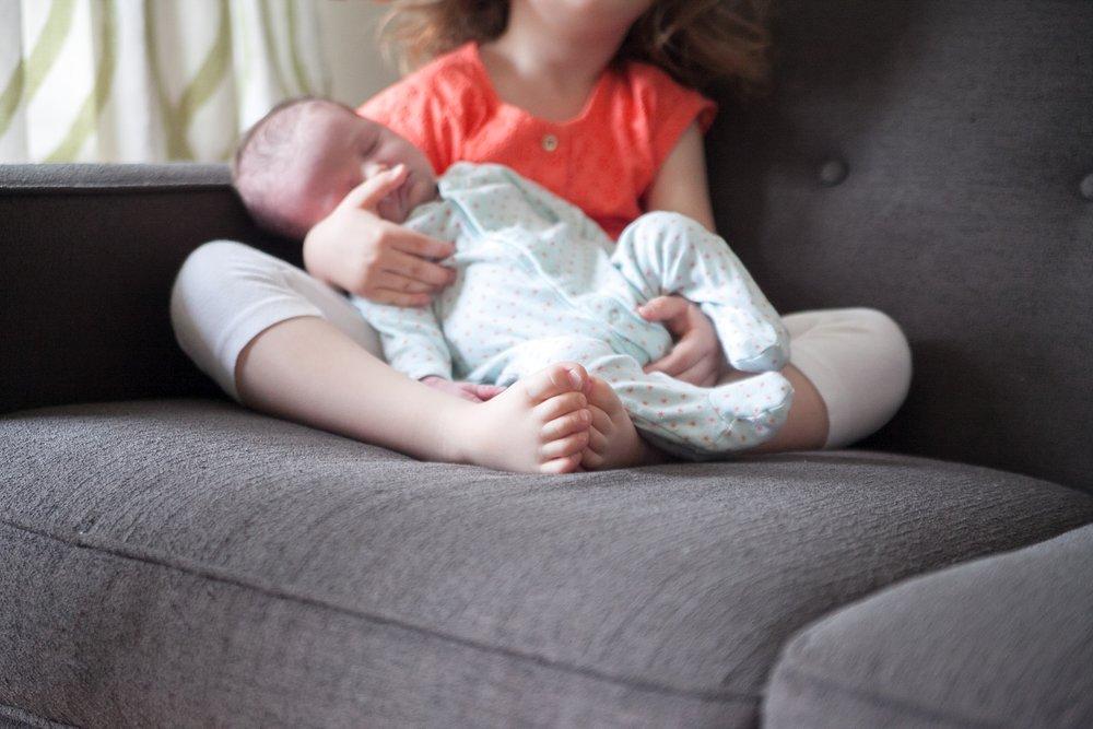 unposed newborn photography in chicago_0024.jpg