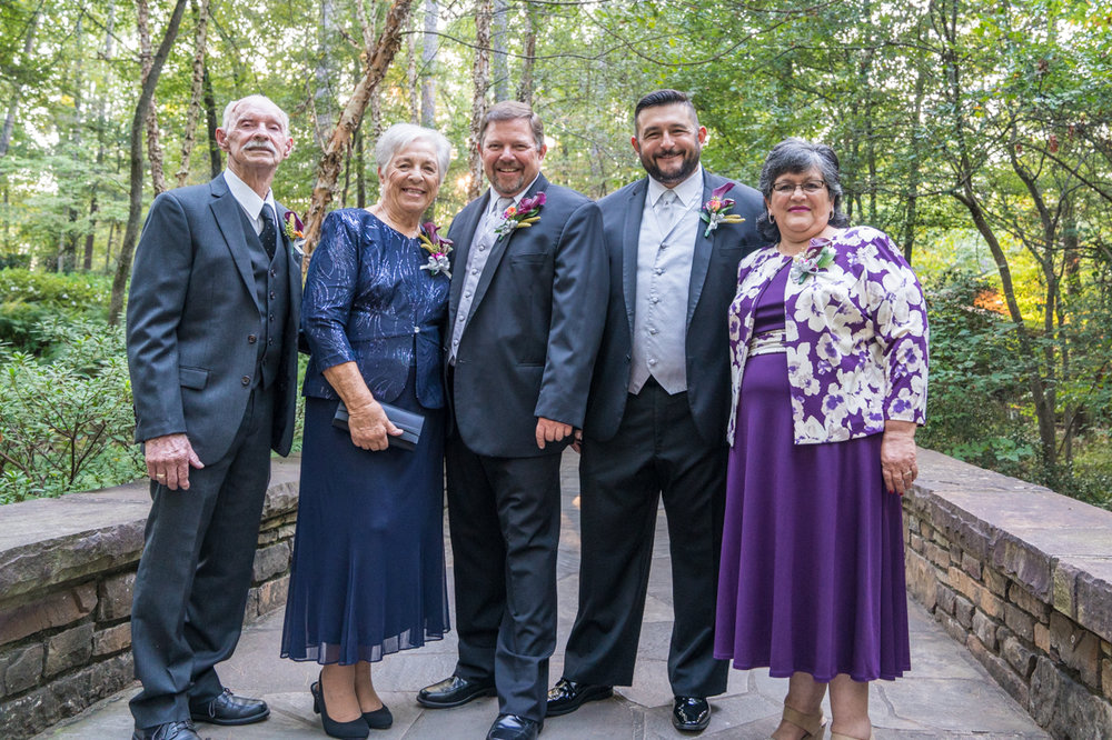 Family portrait at Garvan Gardens www.bgwphoto.com