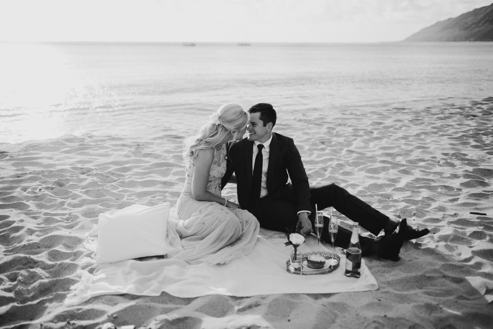 Oahu Wedding Photographer-Honeymoon picnic on the beach photoshoot