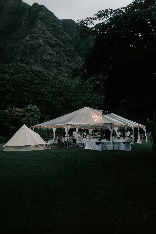 Gorgeous wedding tent at Kualoa Ranch Paliku Gardens. Photography by Hawaii wedding photographer Desiree Leilani