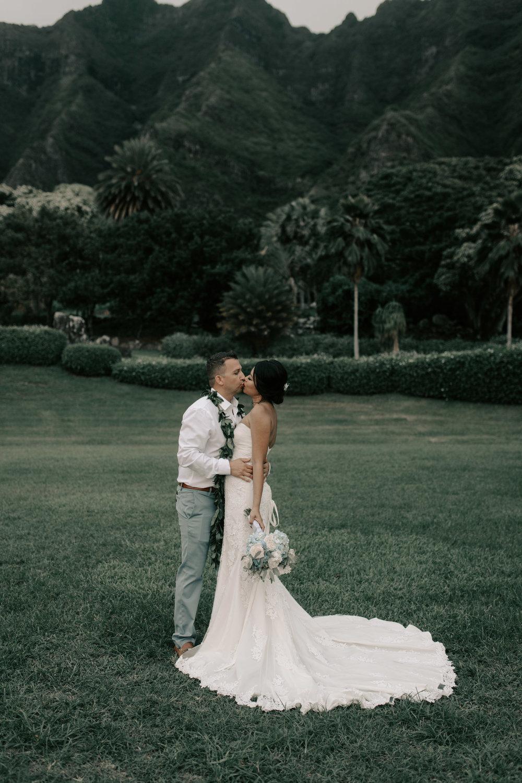 Gorgeous wedding photography at Kualoa Ranch Paliku Gardens. Photography by Hawaii fine art wedding photographer Desiree Leilani