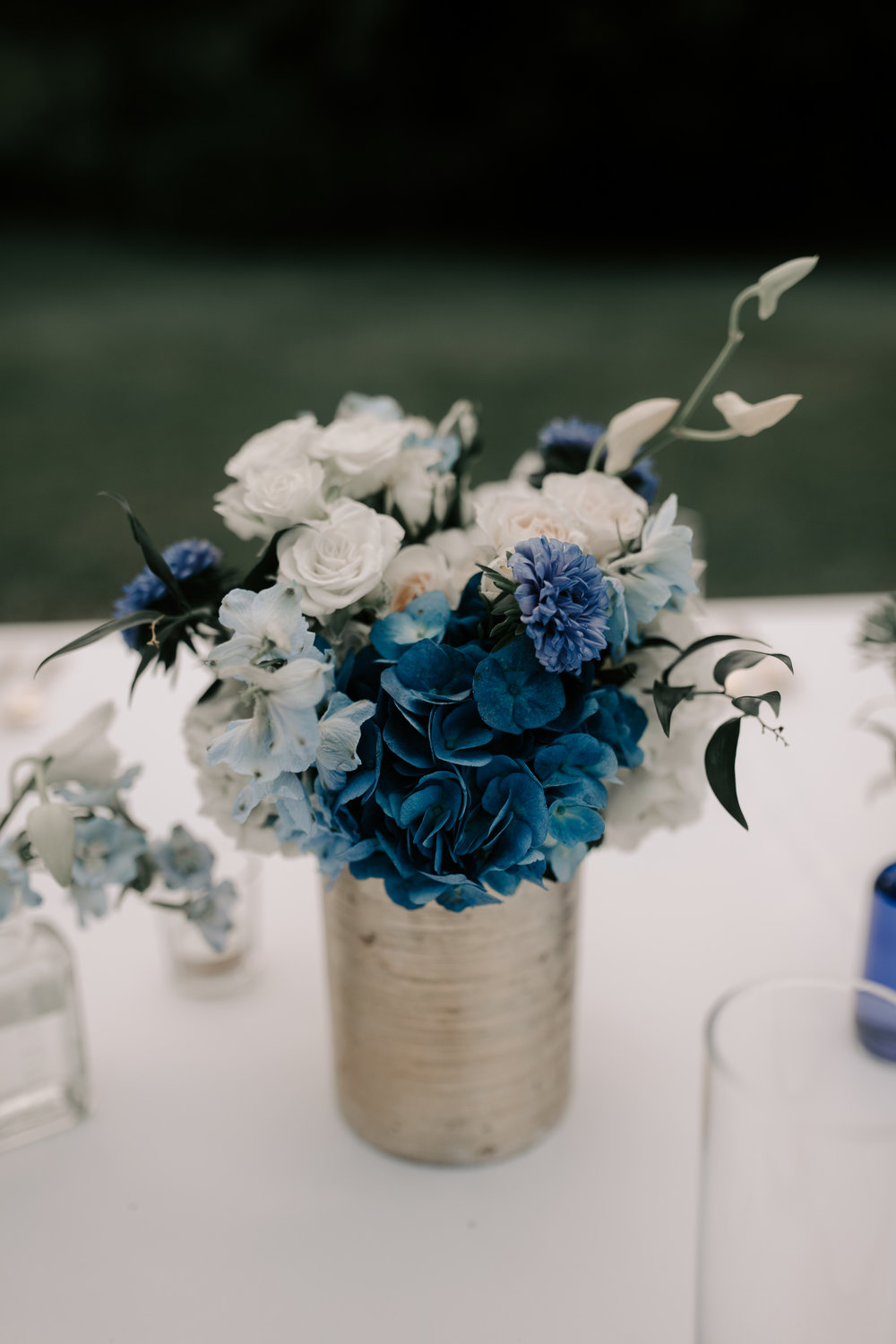 Tablescape and Florals by J'Adore Floral Designs LLC. Photography by Hawaii wedding photographer Desiree Leilani
