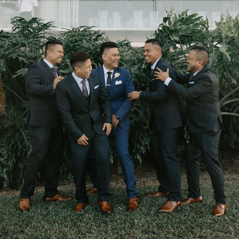 Groomsmen candid photo | Merriman's Kapalua Maui wedding by Hawaii wedding photographer Desiree Leilani
