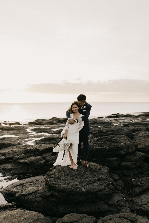 Beautiful sunset wedding portraits | Merriman's Kapalua Maui wedding by Hawaii wedding photographer Desiree Leilani