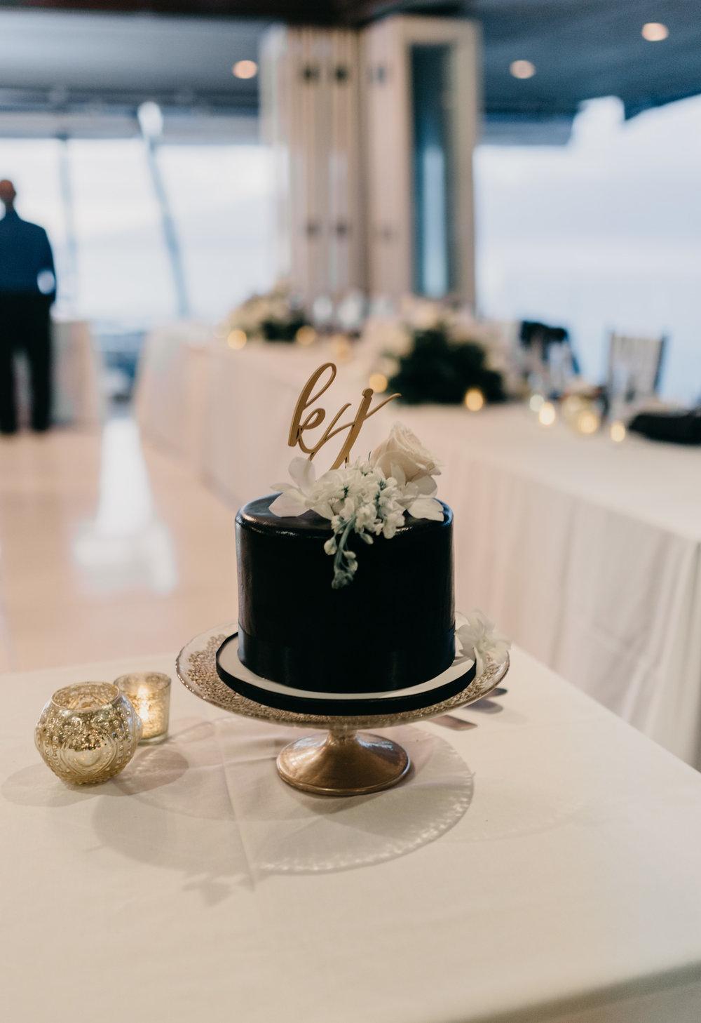 Black wedding cake | Merriman's Kapalua Maui wedding by Hawaii wedding photographer Desiree Leilani