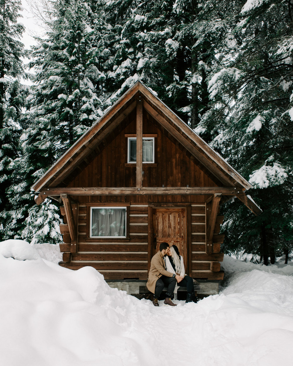 Cute snowy cabin couples photoshoot idea by NYC wedding photographer Desiree Leilani