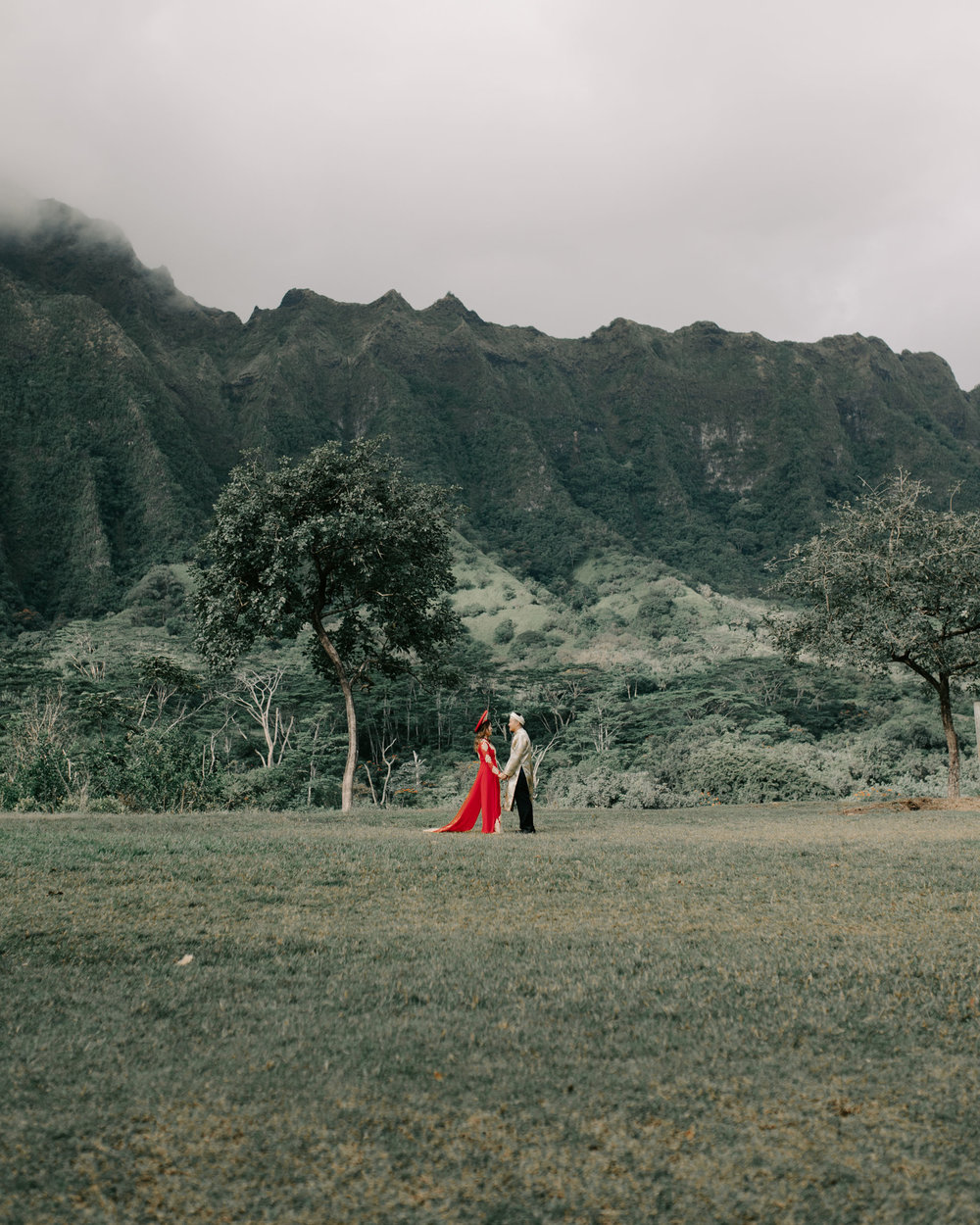 Engagement Photos in Traditional Vietmanese Outfits by Hawaii Wedding Photographer Desiree Leilani
