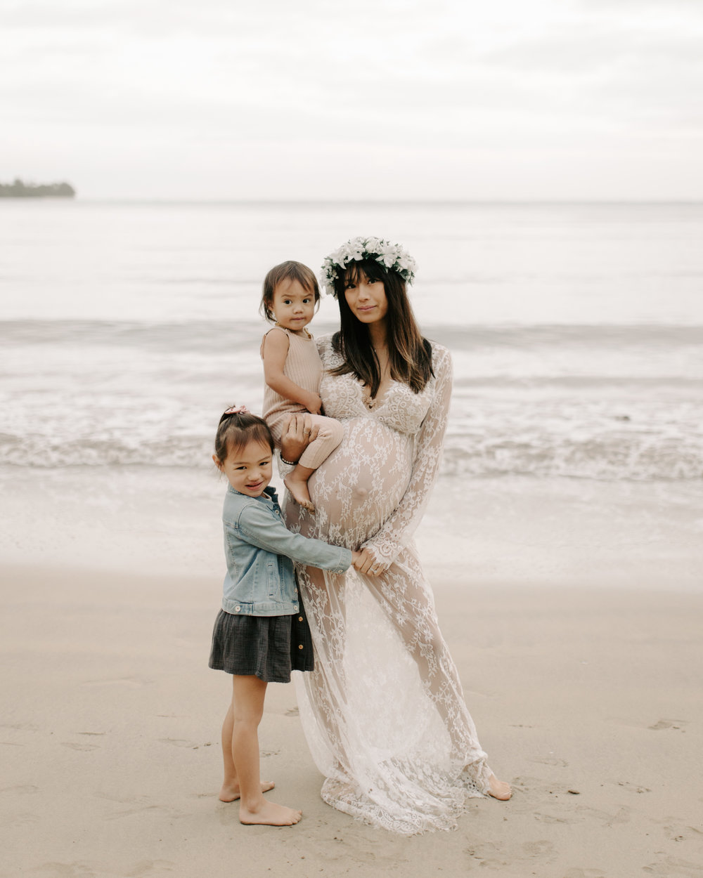Maternity photo idea of a mother and her daughters by Hawaii family photographer Desiree Leilani