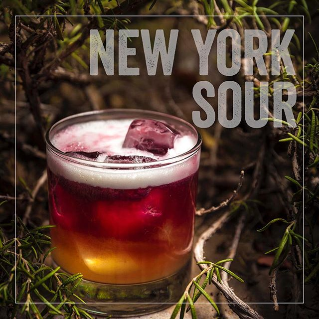 Our take on the Whiskey Sour - all the usual suspects but elevated with a red wine float. You know you wanna try it. #ThirstyThursday #craftcocktails #DrinkLikeAnItalian #vegasDrinks #lasvegascocktail #vegasbaby #bestpizza #brooklynInVegas