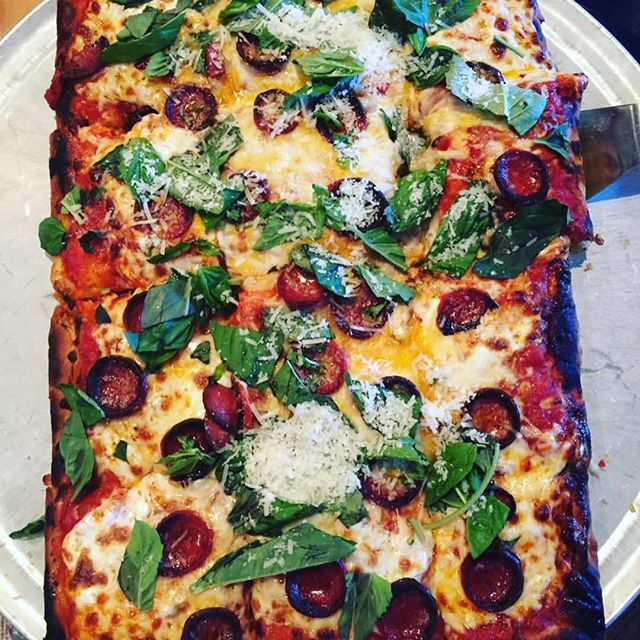 Share a classic DiFara - it's hip to be square when you look this good. Late lunch, early dinner - come see us tonight.  Photo courtesy of @Vivalsvgs🍕  #mondayblues #caseofthemondays #pizzaislife #beerandpizza #vegaspizza #pizzasaves #pizza while in #vegas.....as close to the REAL @difarapizza_nyc  @domdemarcos #foodporn #instafood #eatingfortheinsta #nomnom #pepperoni #lasvegas #vegasfoodie #mondaymotivation #foodgasm #cheeseme
