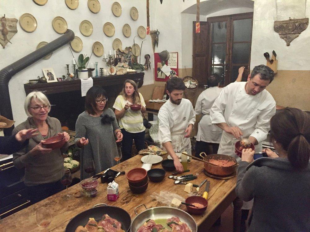 roberto-rossi-prepares-dinner_33397010536_o.jpg