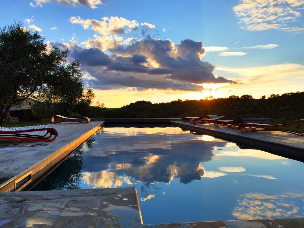 the-swimming-pool_32623366823_o.jpg