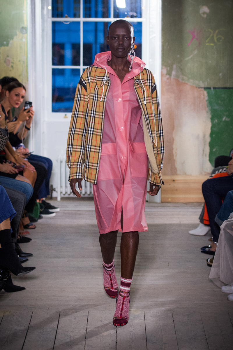 Burberry September 2017 Collection - Look 2_001.jpg