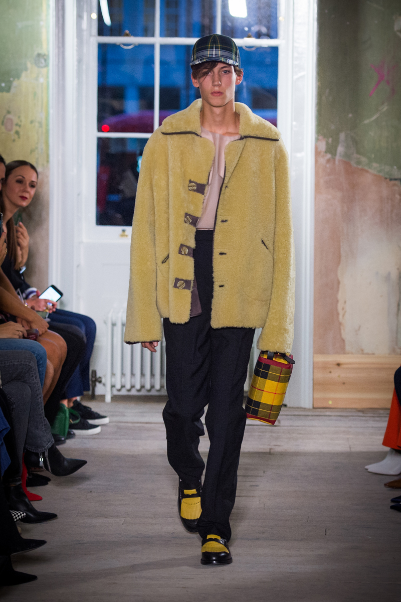 Burberry September 2017 Collection - Look 21_001.jpg