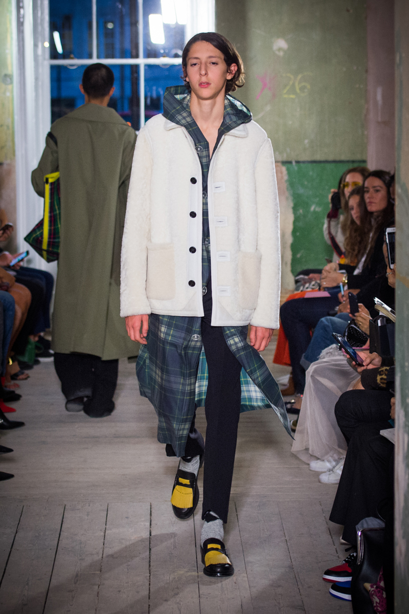 Burberry September 2017 Collection - Look 26_001.jpg