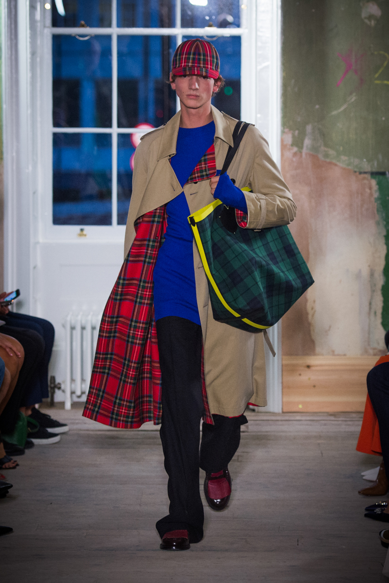 Burberry September 2017 Collection - Look 30_001.jpg
