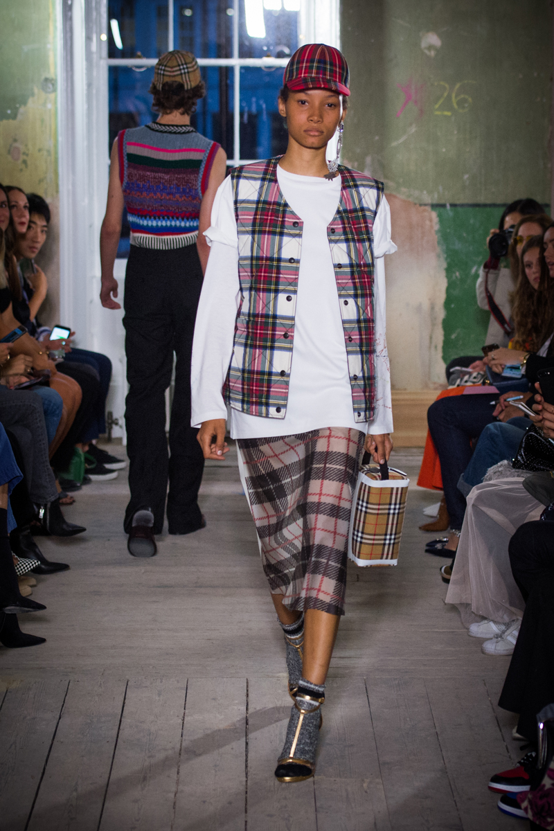 Burberry September 2017 Collection - Look 34_001.jpg