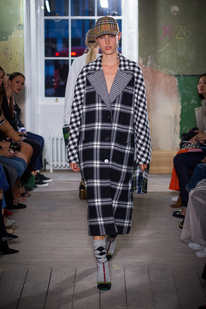 Burberry September 2017 Collection - Look 39_001.jpg