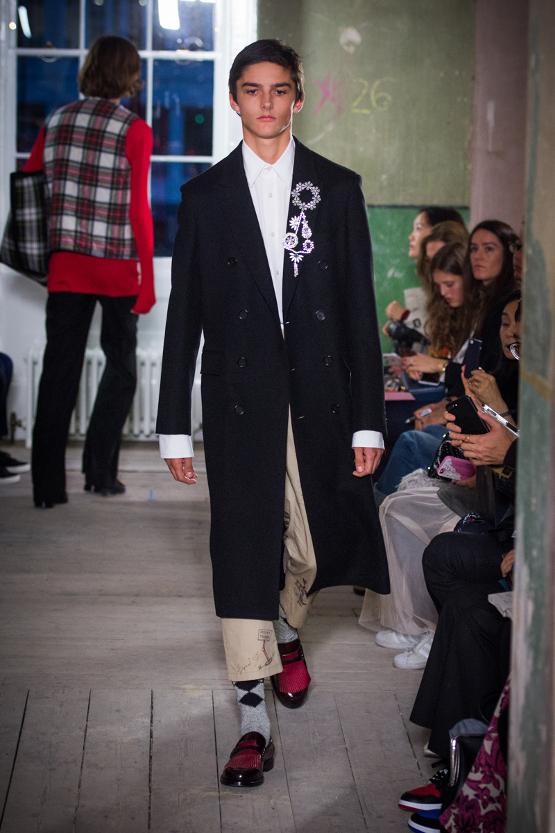 Burberry September 2017 Collection - Look 46_001.jpg