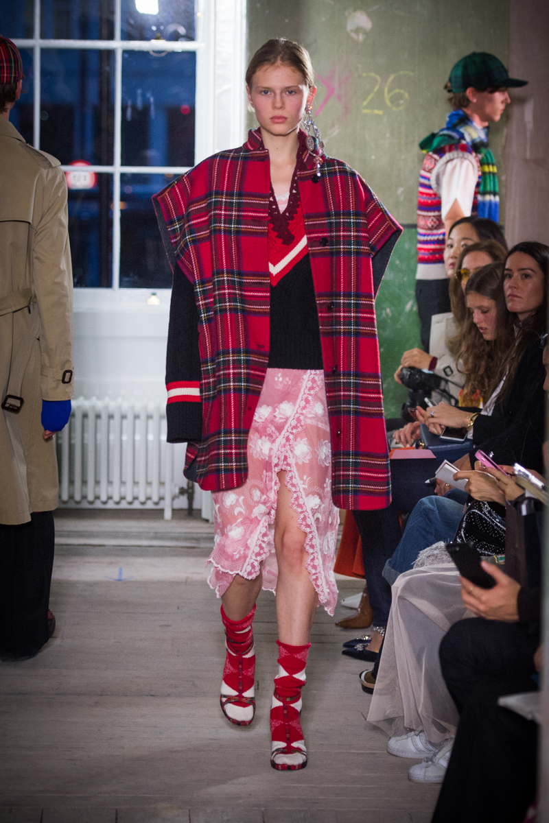 Burberry September 2017 Collection - Look 51_001.jpg