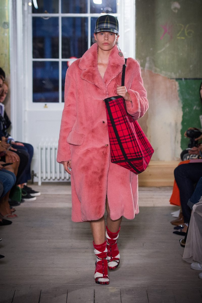 Burberry September 2017 Collection - Look 61_001.jpg
