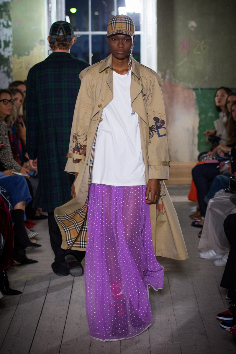 Burberry September 2017 Collection - Look 71_001.jpg