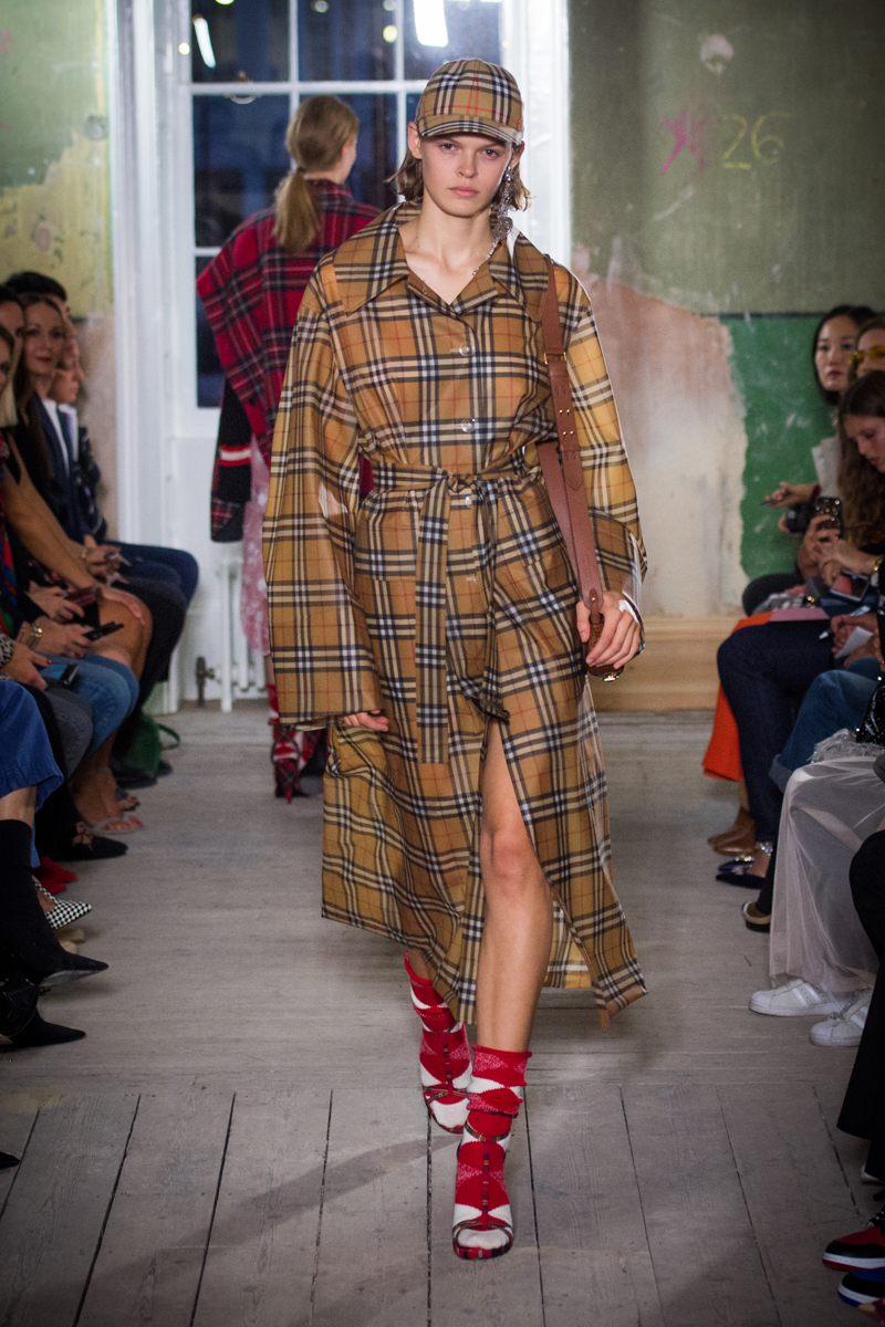 Burberry September 2017 Collection - Look 73_001.jpg
