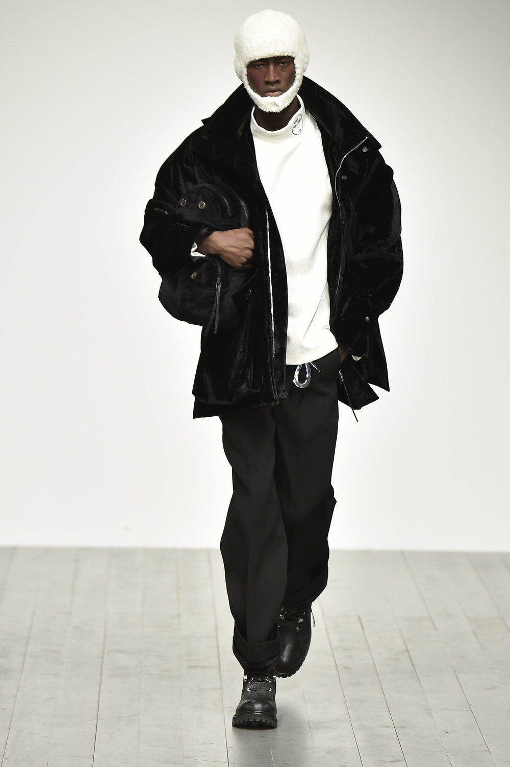 PRONOUNCE AW18-LOOK 6S.jpg