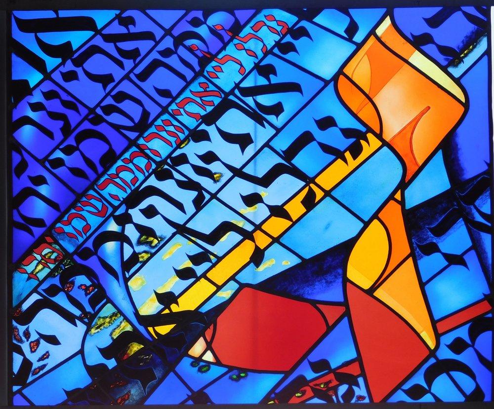 photo synagogue Aix vitraux Elisabeth Brenas Pech.JPG