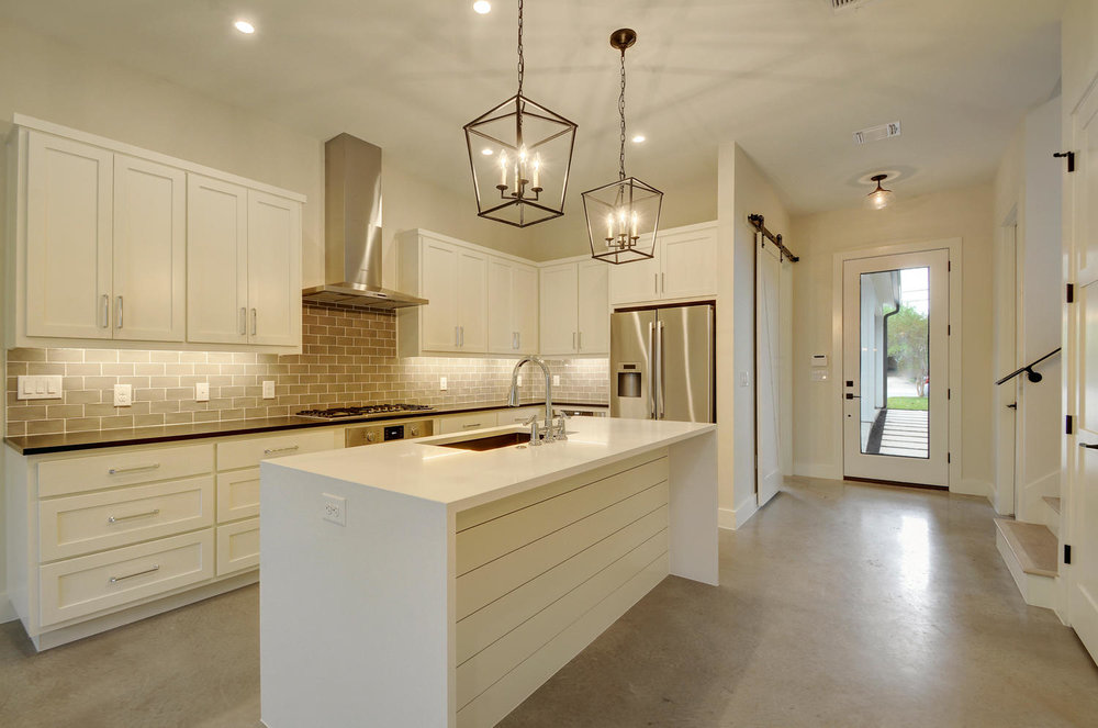 918 Cardinal Ln-large-014-2-A Kitchen and Breakfast 717-1500x994-72dpi.jpg