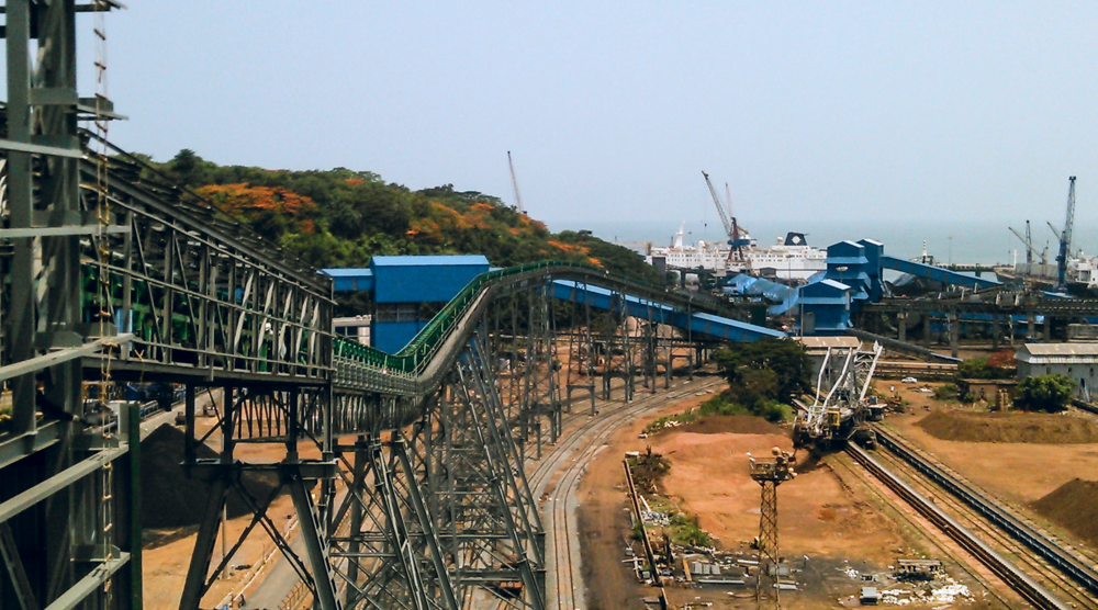 The pipe conveyor spans 565 meters, delivering coal to a rail loading station