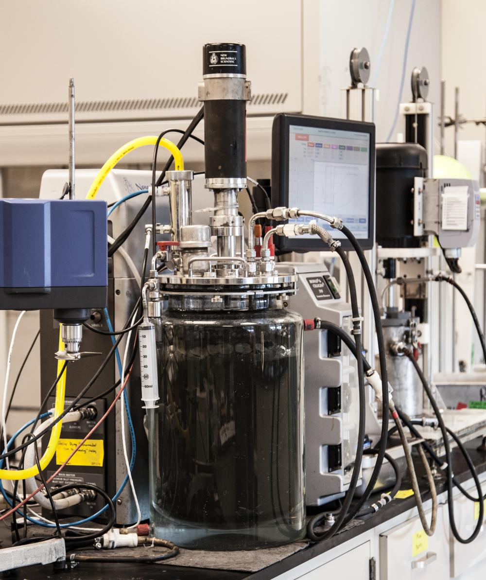 Stirred media reactor test equipment