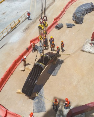 THE GEAR WAS SEGMENTED INTO FOUR SECTIONS OF 22 TONS EACH AND LIFTED INTO PLACE BY A 600-TON-CAPACITY CRANE