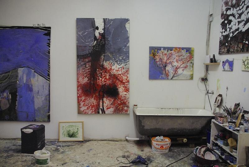 Installationsansicht der Malerei von RUTH LUXENHOFER im Atelier // 2014