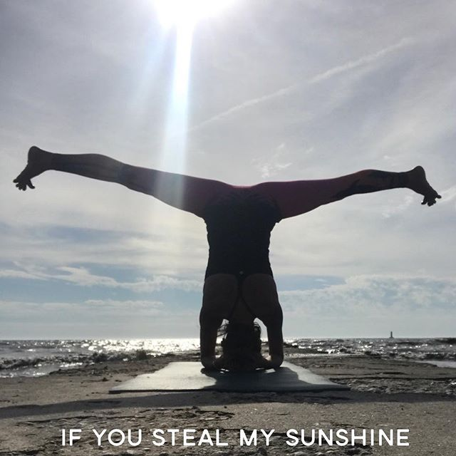 Remember the one hit wonder by Len?  If you do, it'll be in your head for the rest of the night.  You're welcome😉 #yoga #yogaplay #onehitwonder #ifyoustealmysunshine #len #nonsense #yogaeverydamnday #headstand #sirshasana #herecomesthesun #sunworshipper #mytribe #yogapractice #play #explore #create